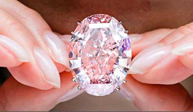 نجمة الماس الوردي النادرة الأغلى في العالم