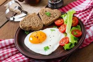 عشرة أطعمة تجنب تناولها على الإفطار