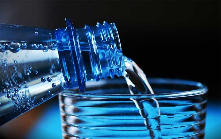 """دراسة تكشف """"فوائد مثيرة"""" للمياه المعدنية"""