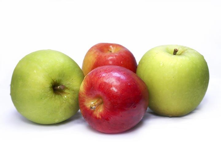 ما الفرق بين التفاح الأحمر والأخضر.. وأيهما أفضل؟