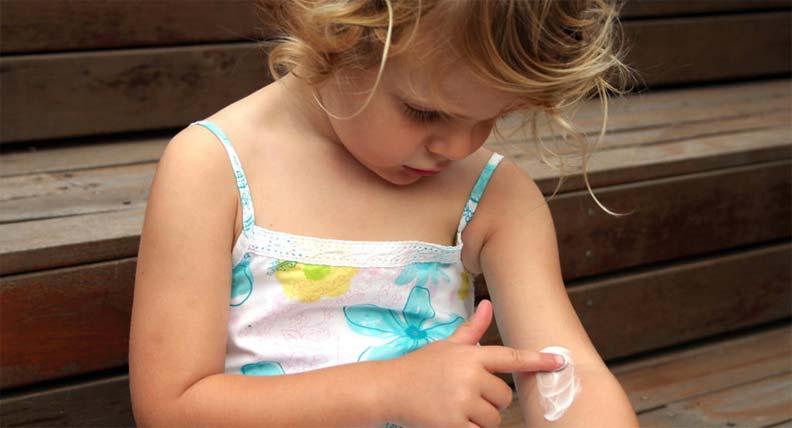 أسباب ظهور بقع بيضاء على الجلد عند الأطفال