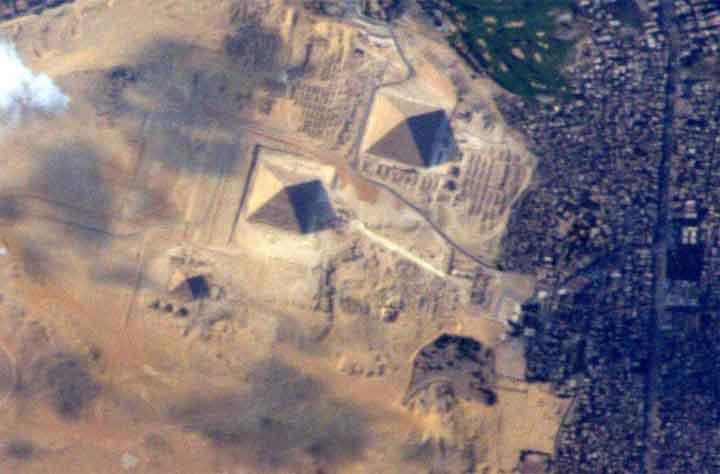 الكشف عن الطريقة الهندسية في بناء الأهرامات