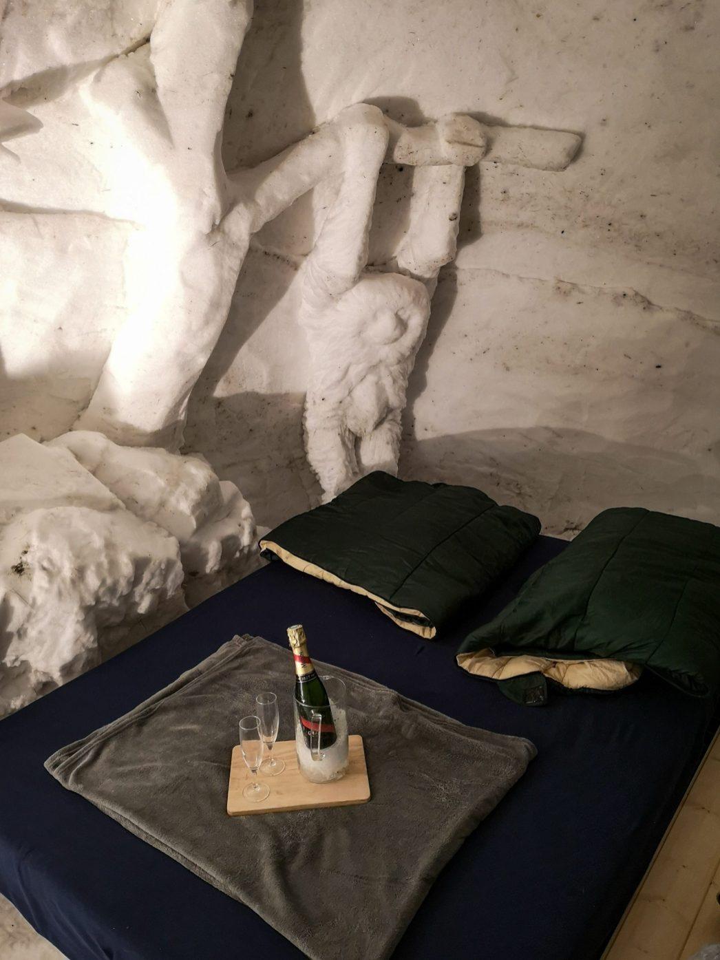 Notre lit douillé et sa sculpture