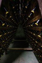 Les bouteilles de Crémant en repos pour faire descendre les dépôts