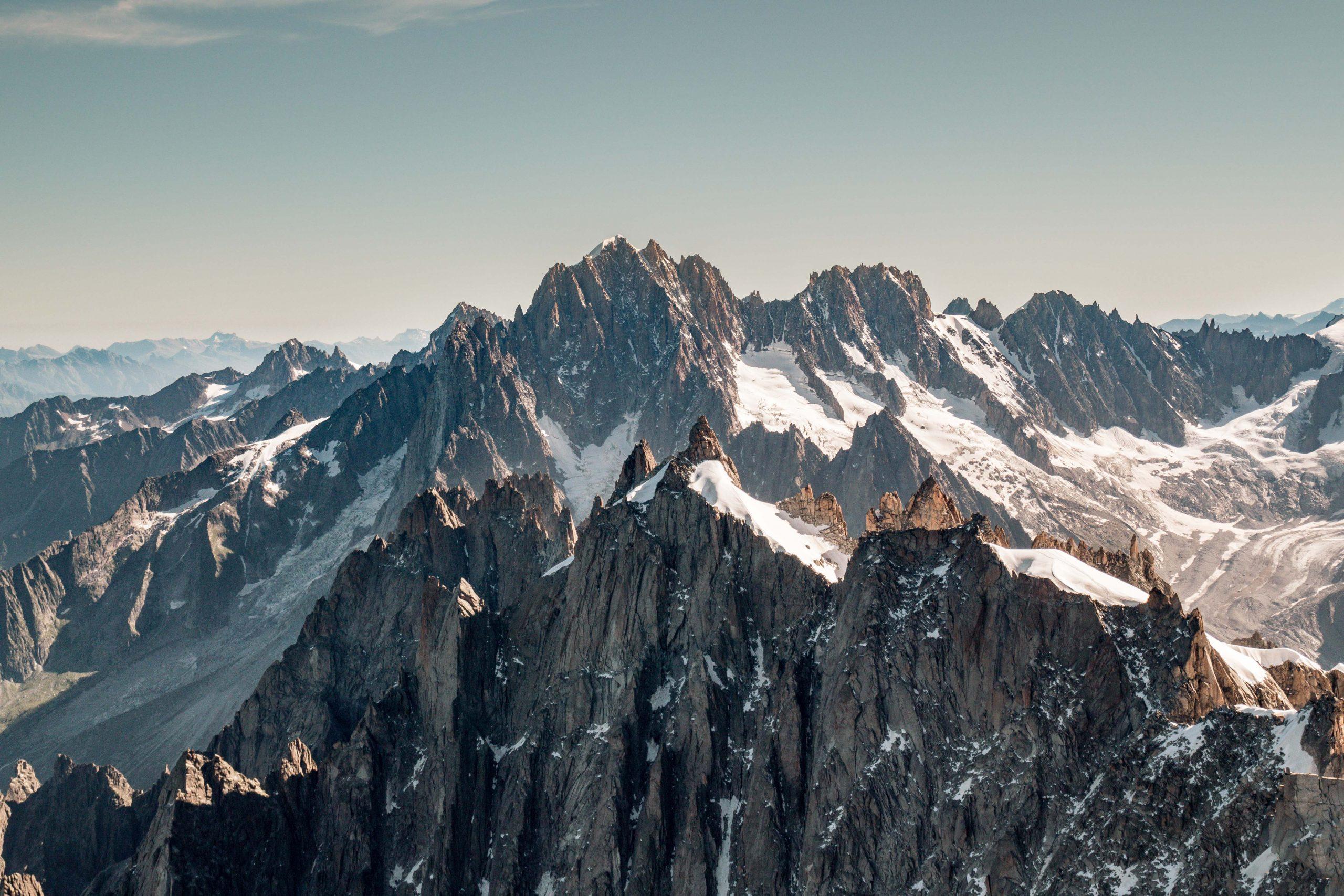Aiguille du Midi et Mer de Glace au pied du Mont-Blanc