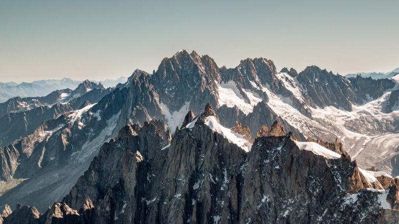 Aiguille du Midi et mer de Glâce au pied du Mont Blanc