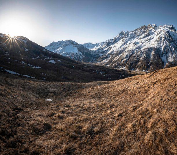 Lever de soleil sur le chemin en direction de l'Aiguillon