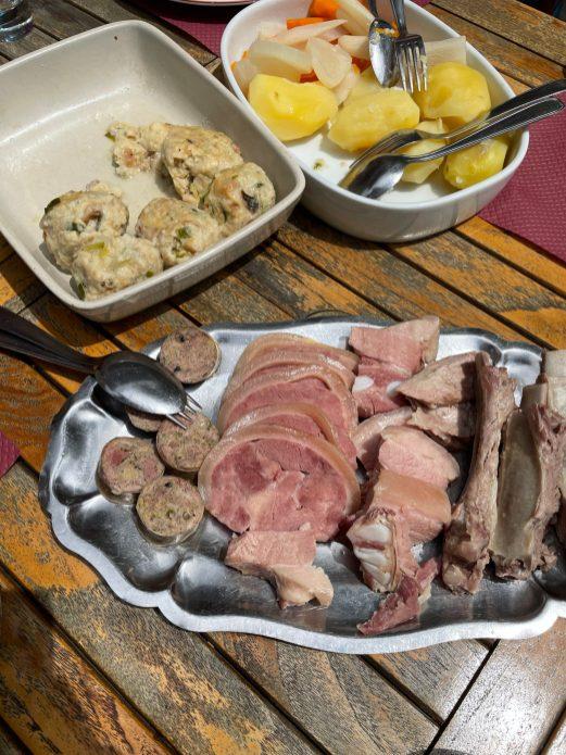 Un peu de viande et de légumes pour accompagner ces farcis