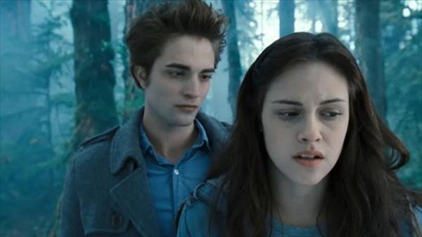 Robert Pattinson and Kristen Stewart © 2008 ReelzChannel