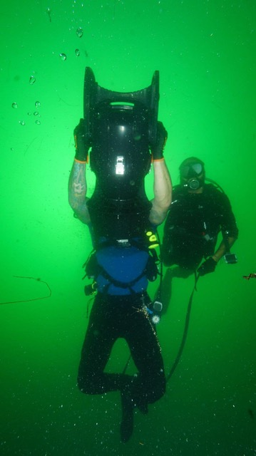 Scuba divers using a Scubajet