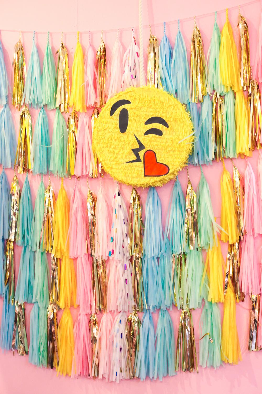 Studio Mucci Emoji Pinata