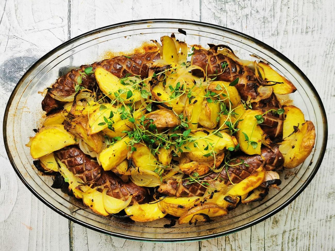 Kiełbaska pieczona z ziemniakami