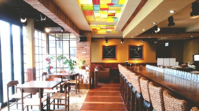 Cafe A to Z's Interior