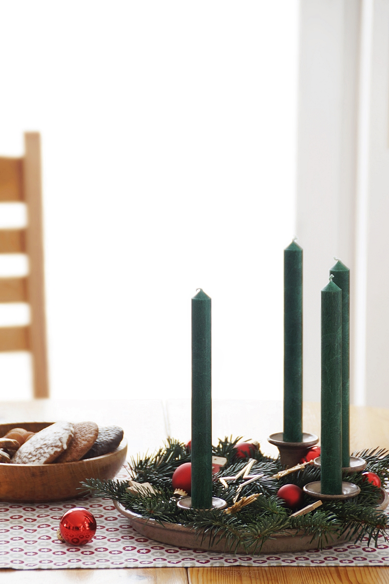 Weihnachtsdeko Holz Modern.Traditionell Moderne Weihnachtsdeko Mit Roten Akzenten Tasteboykott