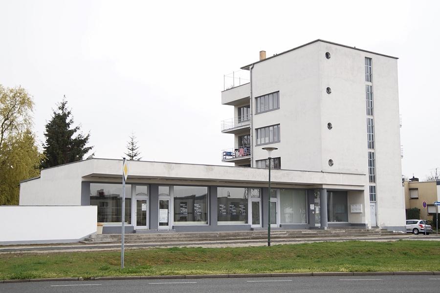 Konsumgebäude Siedlung Dessau Törten. Bauhaus 100 Jahre Jubiläum.