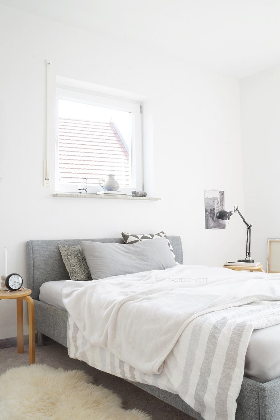 Extrem INTERIOR: Weiß, Grau, Holz. - Schlafzimmer herbstlich einrichten LO48