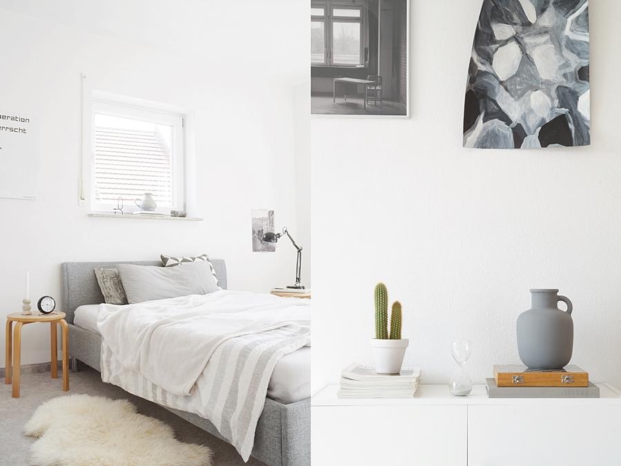 Schlafzimmer/ Jugendzimmer skandinavisch modern minimalistisch einrichten mit dem Farbkonzept grau, weiß, Holz. Hocker als Nachttisch, Textilien, Bett und Sideboard dekorieren. Monochrome schlichte Herbstdeko Inspiration. Wohnblog Tasteboykott Wohninspiration Dekoideen Interior Design Blog.