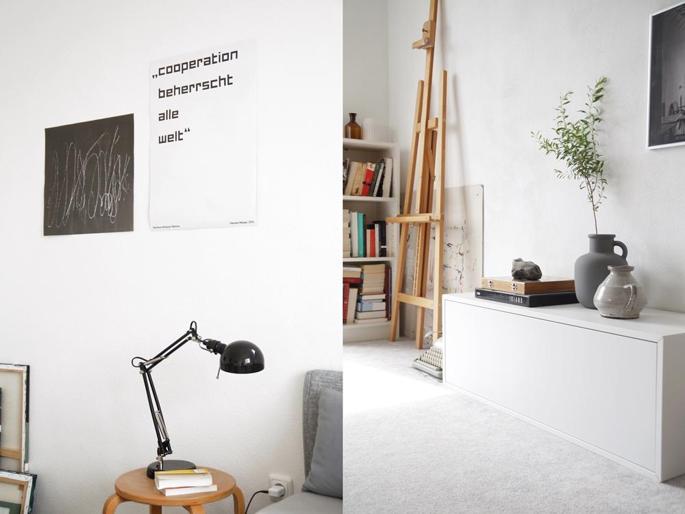Schlafzimmer einrichten mit Wanddeko, Nachttisch, Leuchte, Sideboard dekorieren in grau, weiß, schwarz, Holz.
