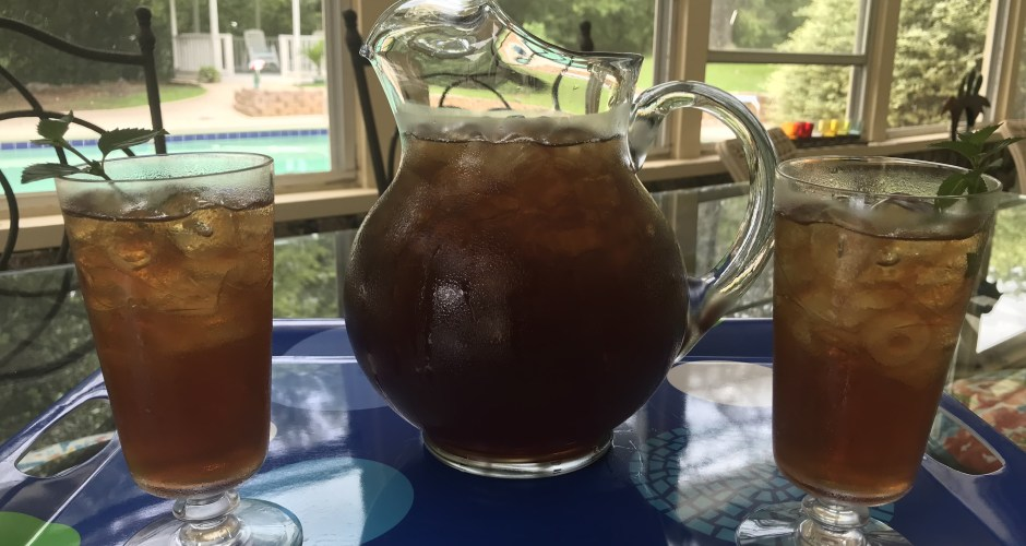 Cool and Refreshing Iced Mint Tea