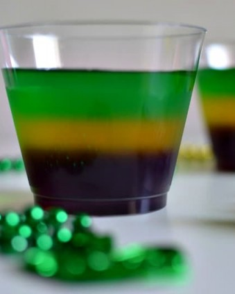 Mardi Gras Jello Treat: An easy, non-alcoholic treat to celebrate Fat Tuesday | Tastefully Frugal