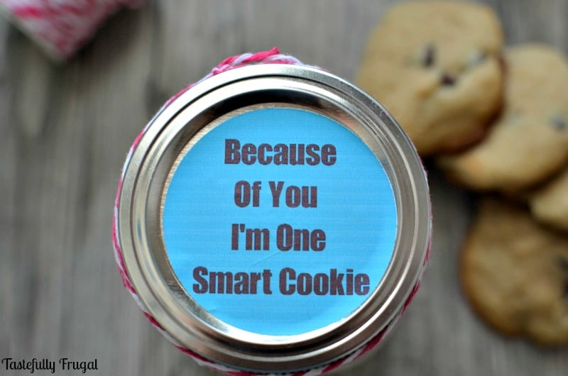 Give the gift of homemade cookies with this teacher appreciation gift. FREE printable tag included!