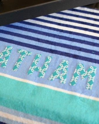 Make your own custom beach towels for less than $10 with no sewing required #ad #cricutmade