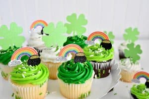 Make Cupcake Toppers for St Patrick's Day with your Cricut!