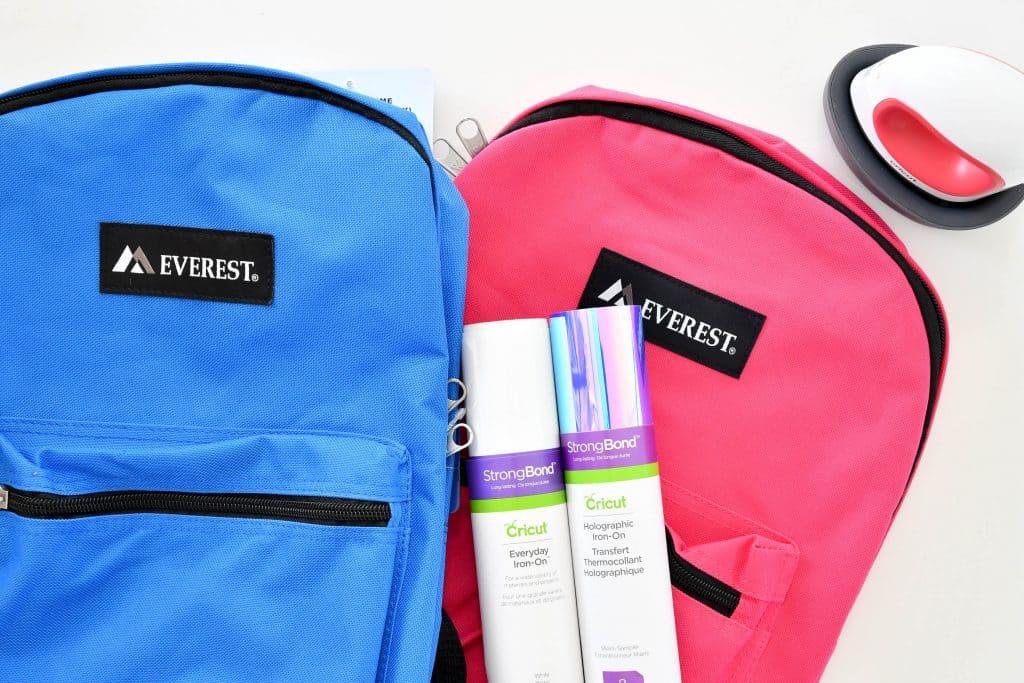 Learn how to use the Cricut EasyPress Mini to customize backpacks #ad #cricutcreated