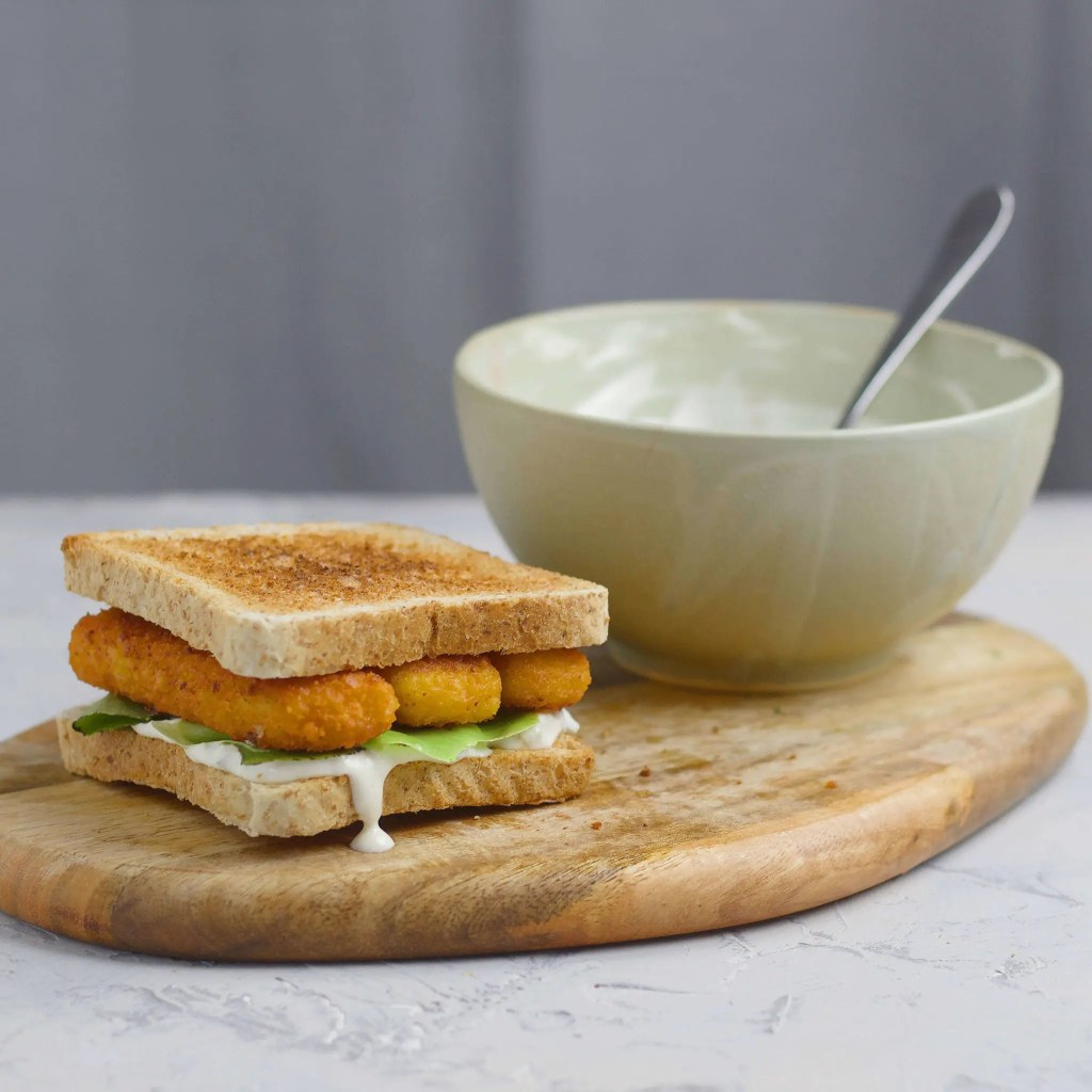 Fish fingers sandwich with 2 minute tartare sauce