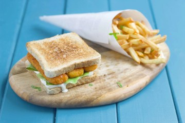 Fish fingers sandwich with 2 minute tartare sauce.