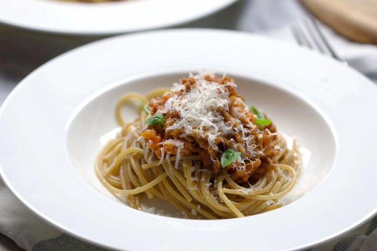 Homemade Bolognese sauce (alcohol-free)