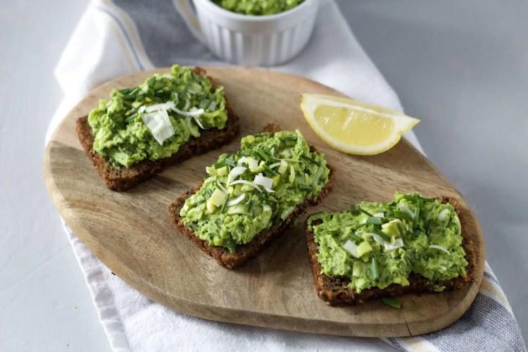 Super healthy green spread from peas and leek. (VeGaN)