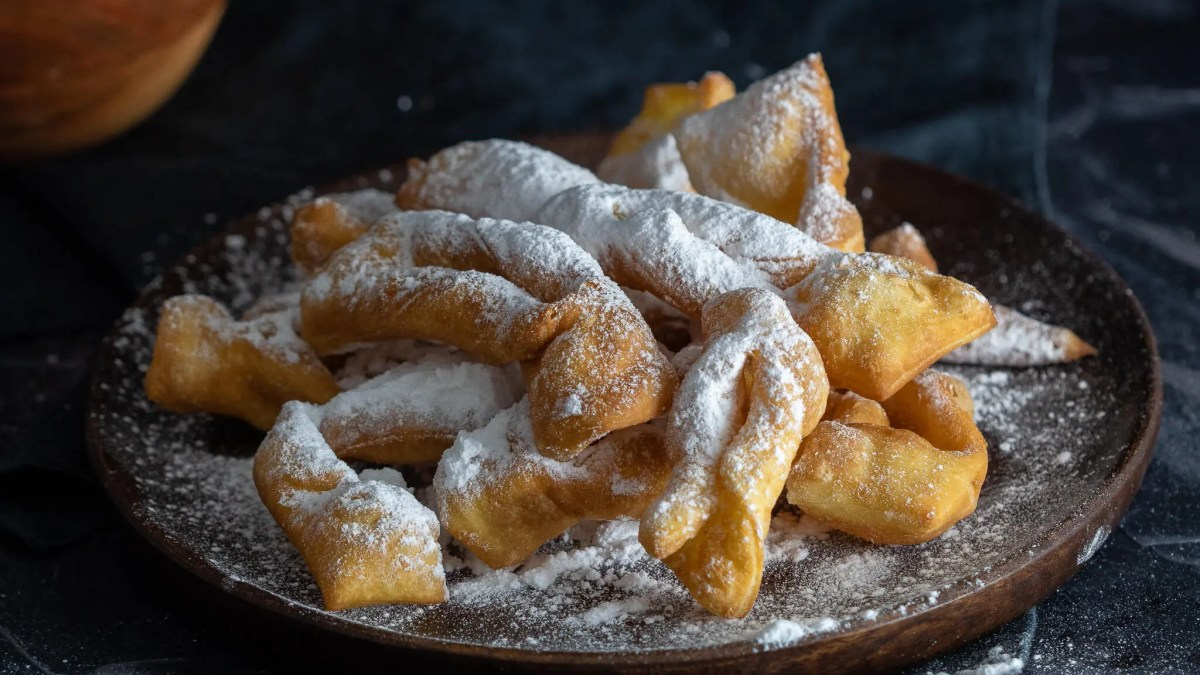 "Polish Faworki – Delicious and easy traditional Polish dessert for ""fat Thursday"". (Fánk, fánky)"