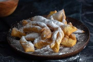 Faworki, a very traditional Polish dessert. (Fánk, fánky)