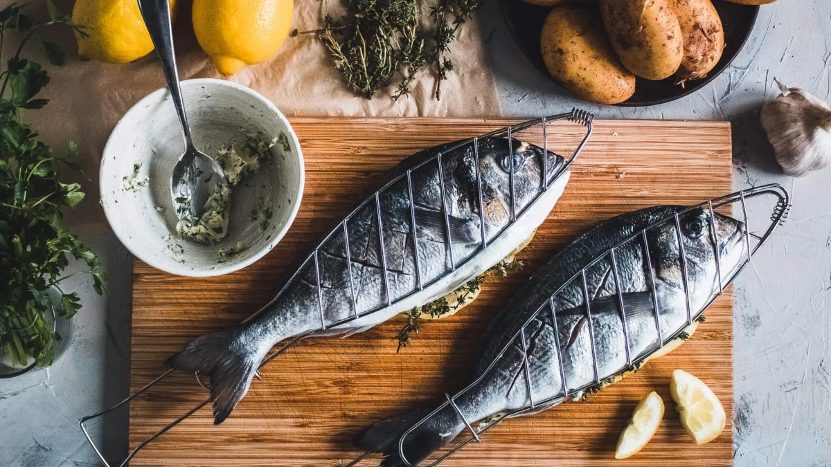 Grilled gilt-head bream with easy and delicious potato salad.