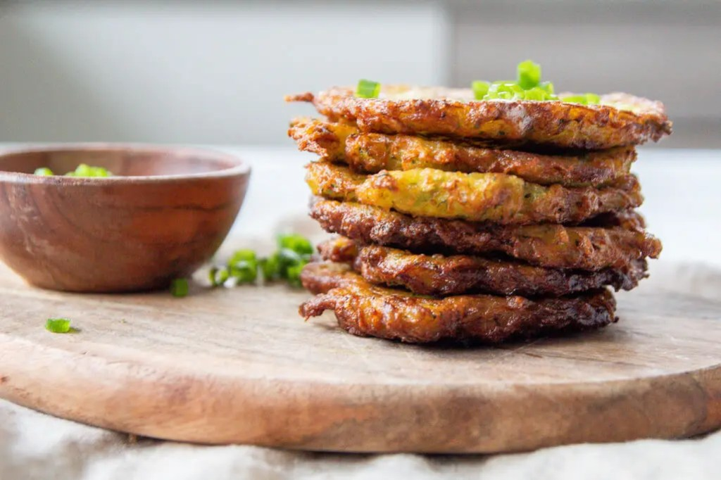 Easy 6 ingredients crunchy Zucchini and Potato Fritters to enjoy with your family on weekends while watching Crocodile Dundee. 1