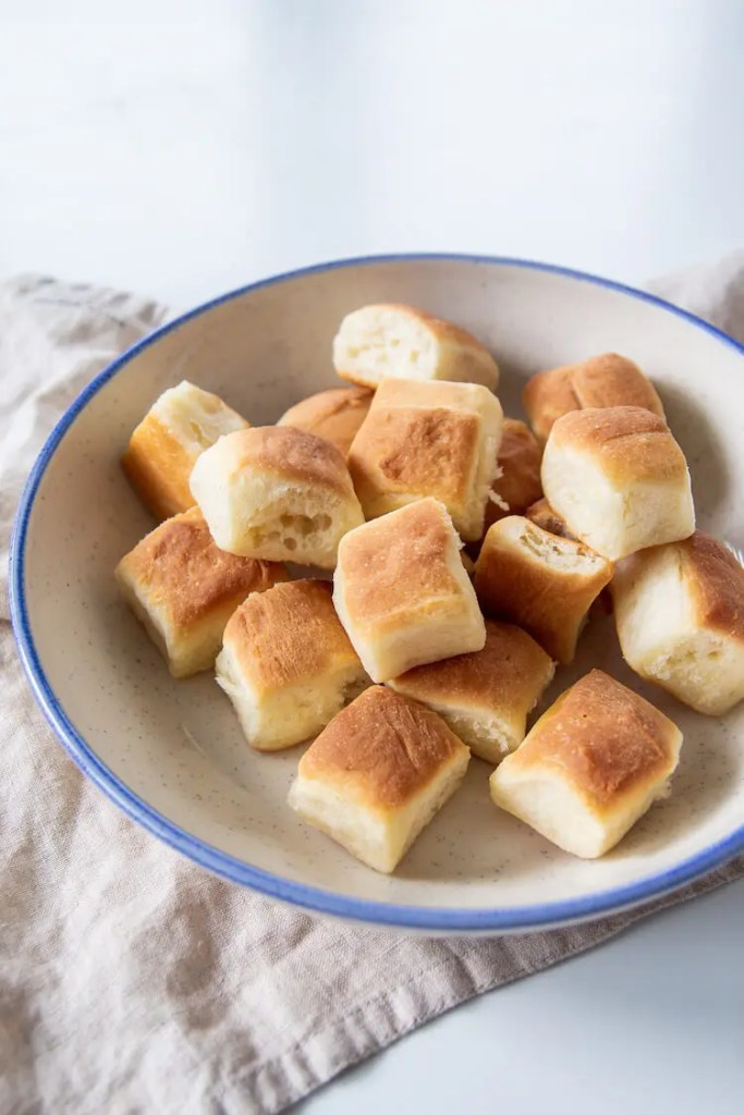 Delicious mini yeast buns with a creamy custard sauce.