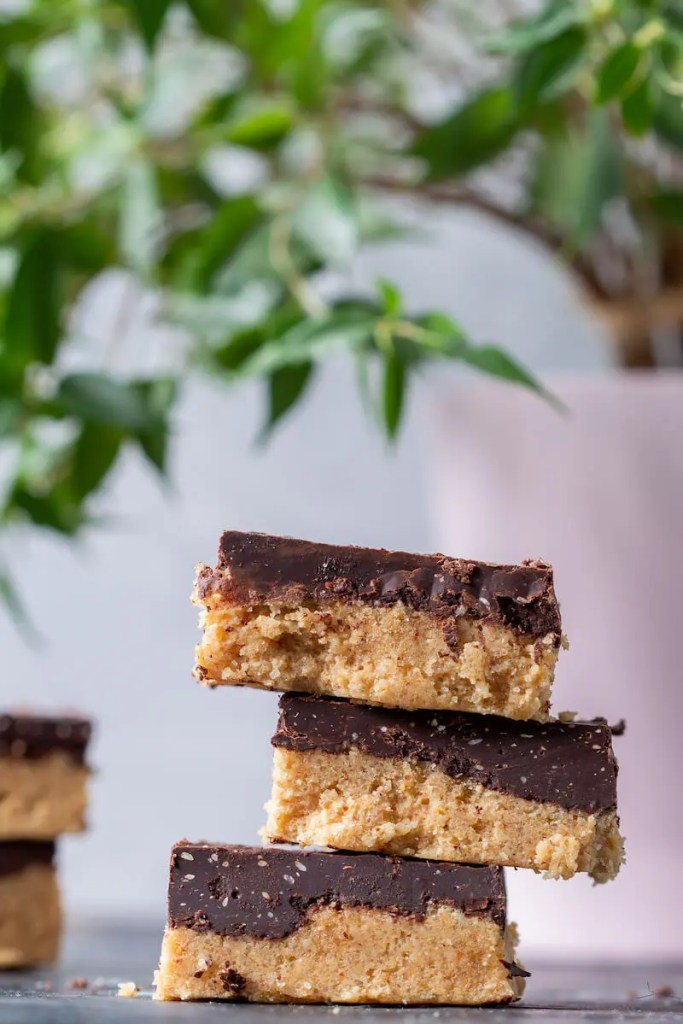 Vegan peanut butter bars. No-bake, easy and delicious. 2