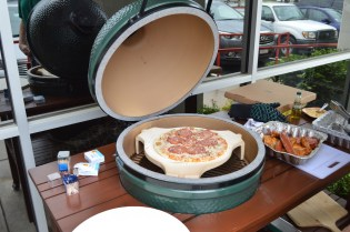 Pizza on the Big Green Egg