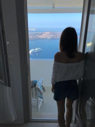 On the Rocks Hotel in Santorini Photo by taste-of-milano.com