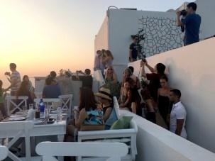 餐廳的樓梯擠滿了外來的遊客
