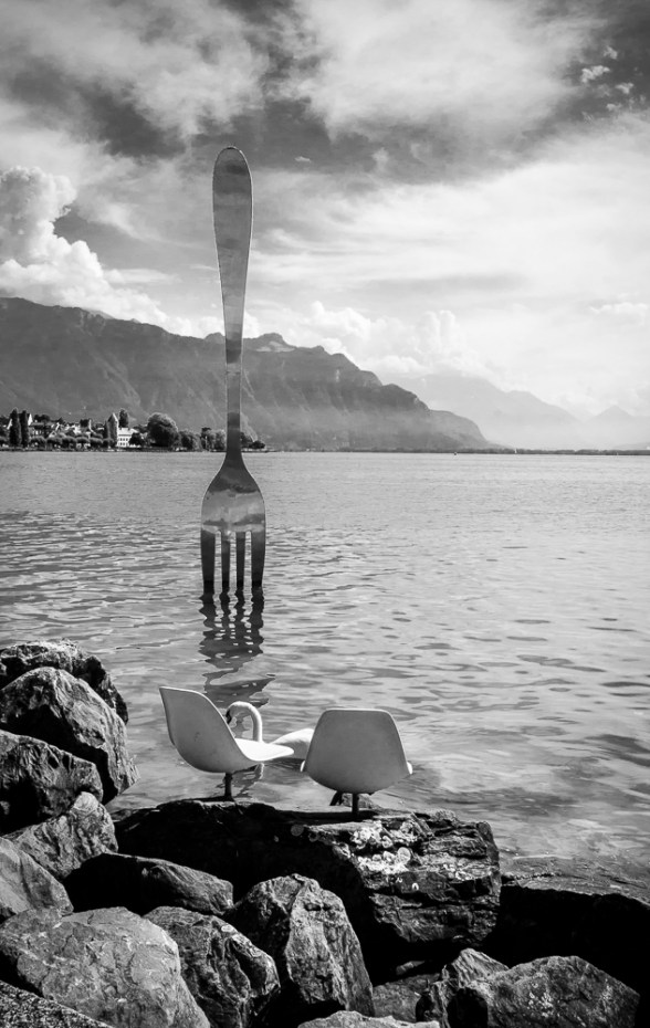 The fork sculpture in Lac Leman at Vevey