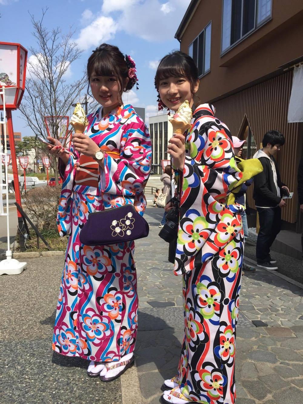 Piger i kimono med guldbelagt softice