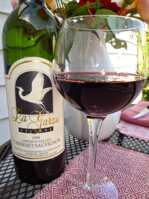 La Garza Cellars Cabernet Sauvignon bottle and glass for food and wine pairing