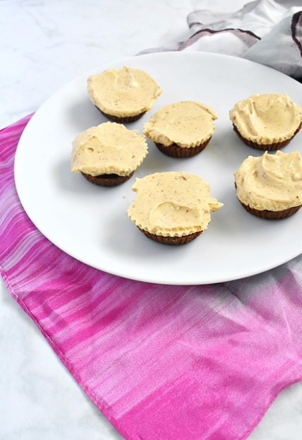 vegan pumpkin fudge chocolate cups with spiced cream cheese frosting