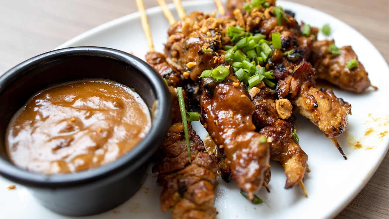 Barbecue with peanut sauce