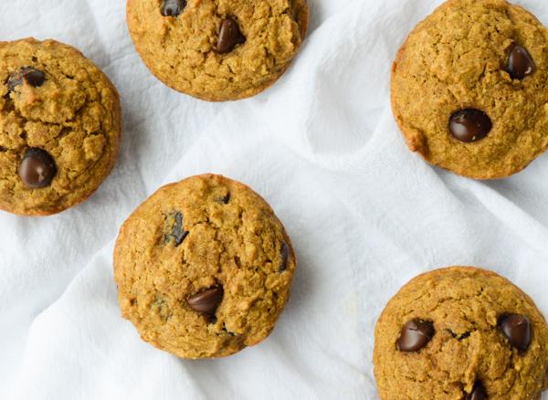 Healthy Pumpkin Oatmeal Chocolate Chip Muffins | Tastythin