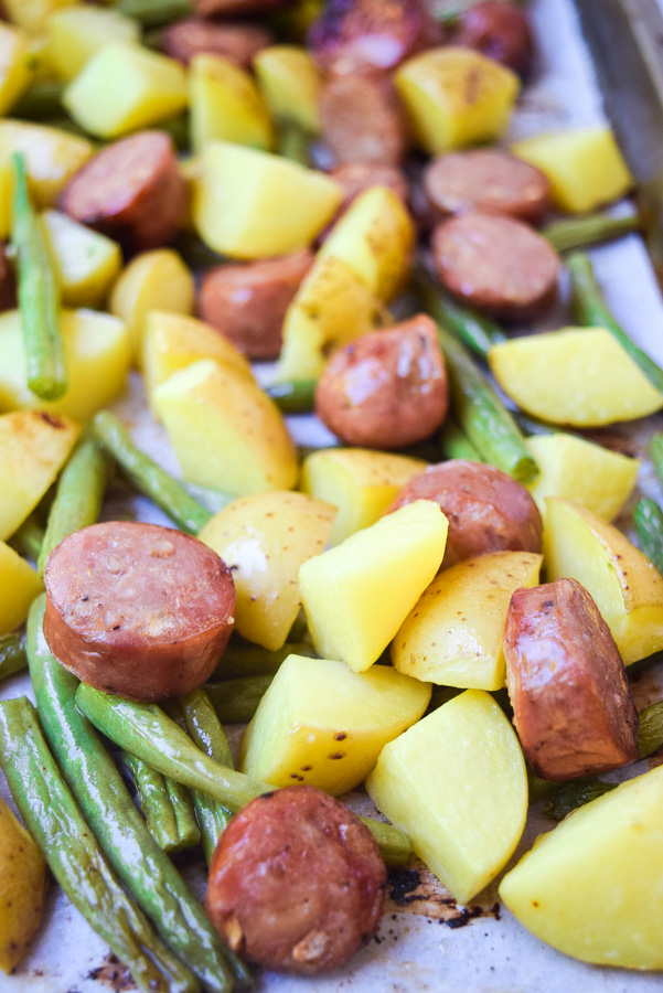 Sausage & Potato Sheet Pan Dinner (Paleo Whole30) - this super simple one pan dinner is healthy and family-friendly, a weeknight winner! | tastythin.com