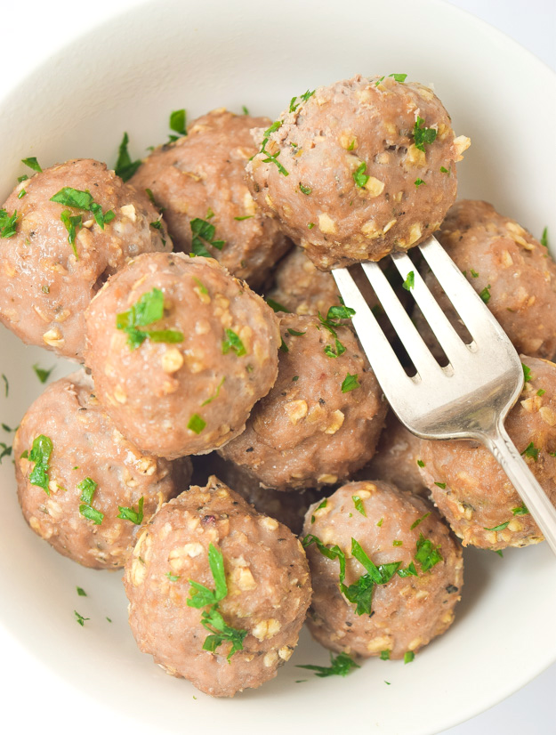 Gluten Free Mediterranean Turkey Meatballs - only 4 ingredients, so simple, flavorful, and family-friendly! | tastythin.com