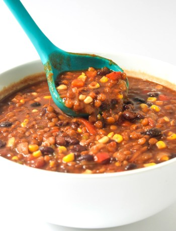Vegetarian Lentil Chili (Instant Pot or Slow Cooker) - loaded with veggies and flavor, this lentil chili can be made in the IP or slow cooker! | tastythin.com
